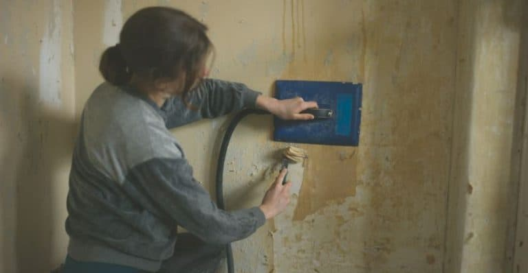 How to Remove Wallpaper with a Steamer (6 Easy Steps)